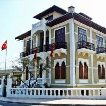 Karacaoğlan Edebiyat Müzesi ve Kütüphanesi (Dişçi Ethem Konağı)